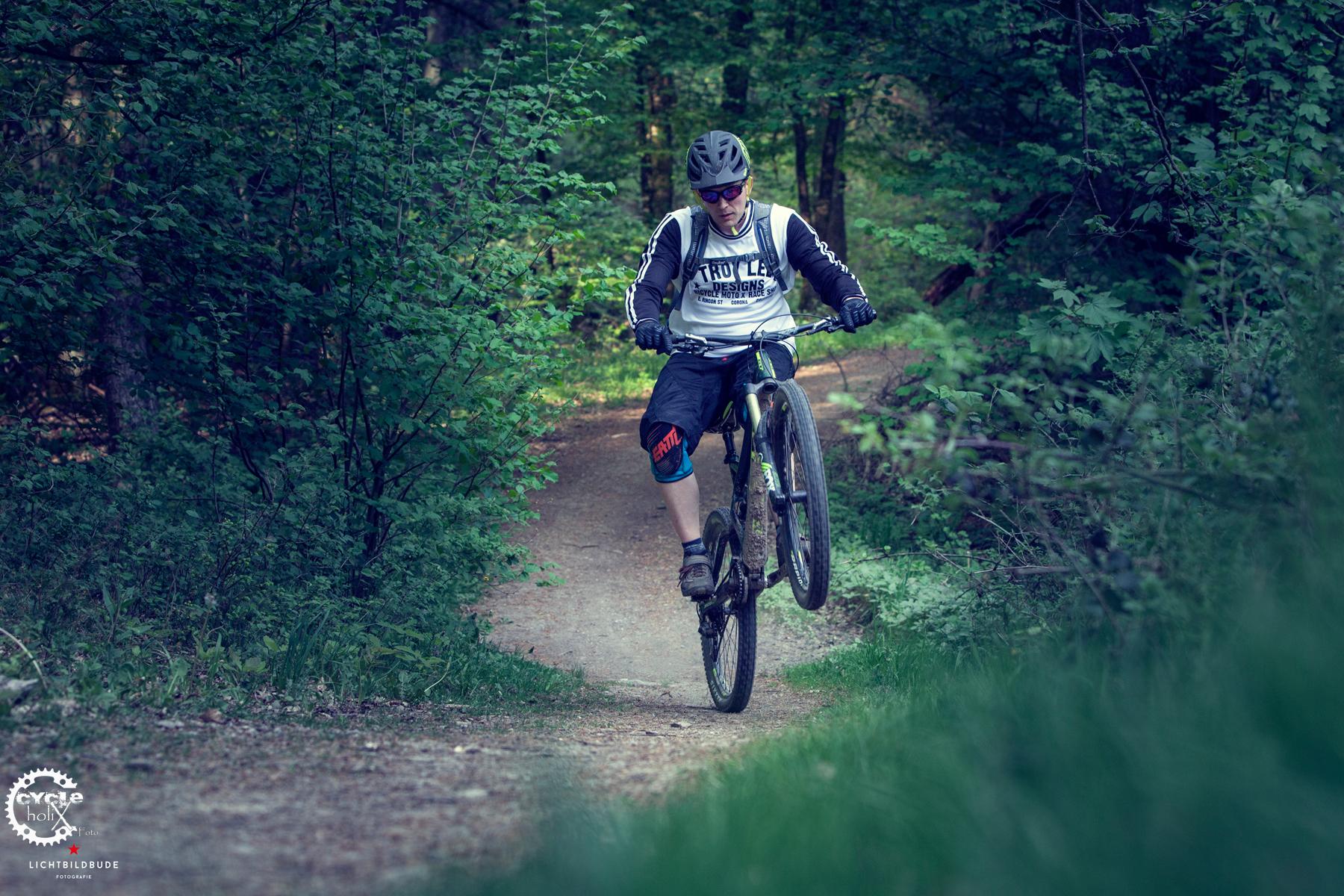 Test Leatt Elbow Und Knee Guard 3df Cycleholix Protecor